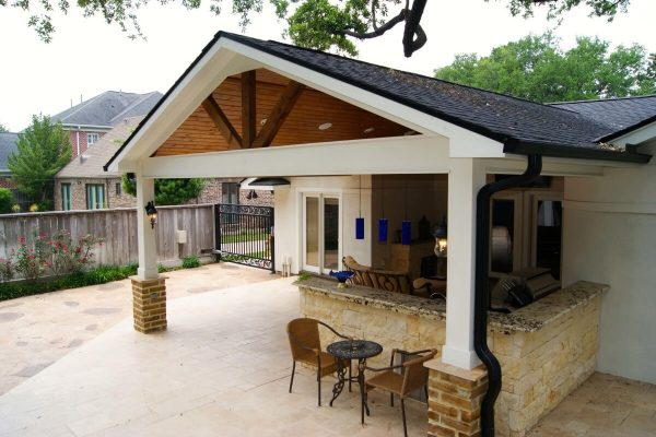 patio and outdoor kitchen space